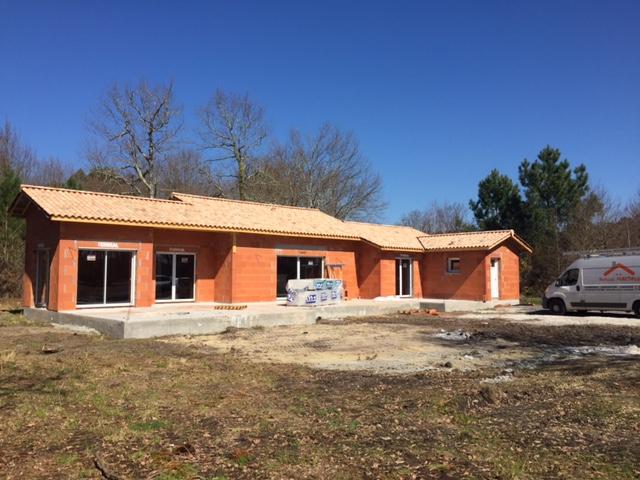 Pose tuile de terre cuite couvreur bordeaux bassin d 39 arcachon couverture construction maison for Construction maison neuve bordeaux